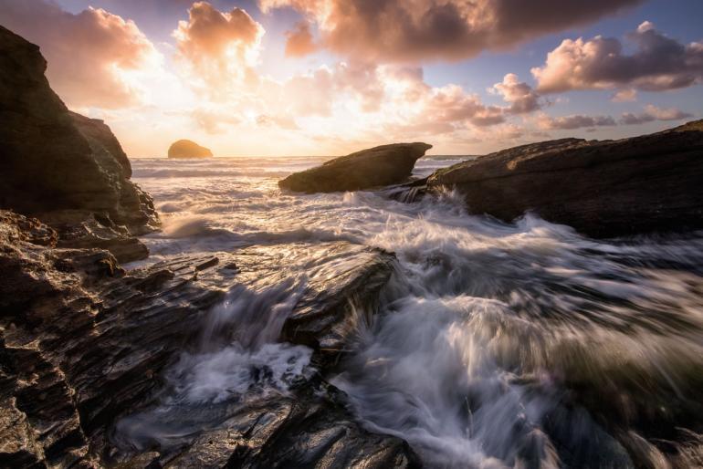Dank Staub- und Spritzwasserschutz ist das Tamron auch für stürmische Küstenfotos geeignet. Dieses hier hat Profifotograf Bastian Werner aufgenommen.