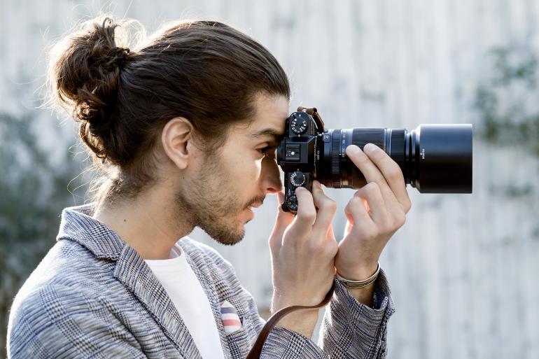 Retrobedienung: Die Belichtungszeit wird wie bei Fujifilm-Kameras üblich über ein Einstellungsrad festgelegt.