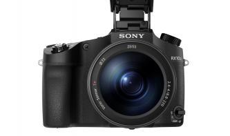 Neues von Sony:  RX10 III mit Mega-Zoom und neue Alpha-Objektive
