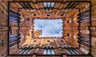 Foto-Basics: Bauwerke aus der Froschperspektive